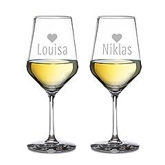 Idea Regalo - AMAVEL - Calici da Vino Bianco - Set 2 Calici da Vino - con Incisione a Cuore - Regalo per Coppie - Personalizzati con [Nomi] - Idea Regalo di Nozze o per San Valentino