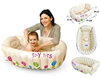 Vasca da bagno gonfiabile Tiny Tots. Ideale per uso domestico o in viaggio o per lasciarla a casa della nonna. Specifiche: misure: 91x 61x 29cm.Si adatta a bagni di dimensioni standard. Antiscivolo, con una sezione rialzata per sostenere ...