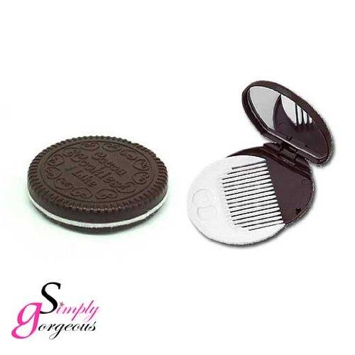 biscotto-al-cioccolato-specchio-insieme-a-pettine
