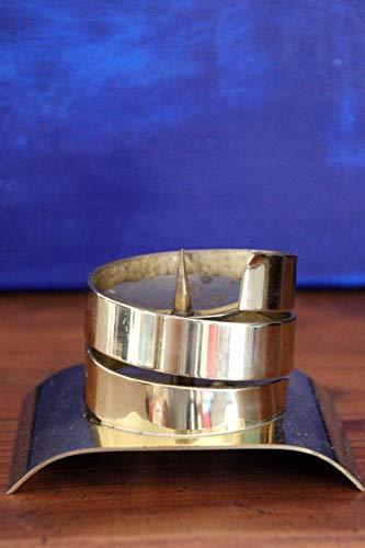 Unbekannt Bauhaus Kerzenleuchter aus gedrehtem Messingband, 12cm Sockel 7cm hoch
