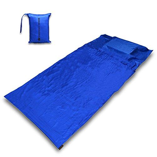 Hüttenschlafsack ultraleicht, kompakt und seidig weich von The Friendly Swede. Strapazierfähiges und hygienisches Schlafsack Inlett mit praktischem Packbeutel und Kissenfach (105 cm x 220 cm) - mit Klettverschluss