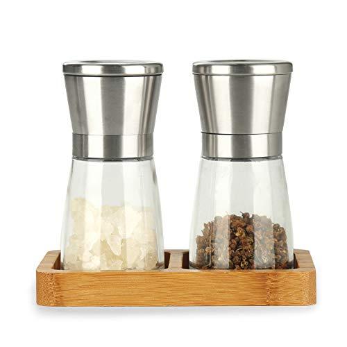 Flanacom Salzstreuer und Pfeffermühle Salz Pfeffer Mühle Gewürzmühle Premium 2er Set mit verstellbarem Keramikmahlwerk und aus hochwertigem Edelstahl inkl. Bambusbrett als Ablage (unbefüllt)