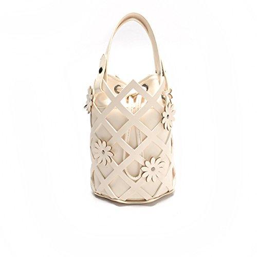 Hohle Weibliche Tasche Mit Einem Schulterbeutel Weibliche Art Und Weisefreizeitwanne Kurierbeutel White