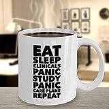 Lustige Tasse für Krankenschwester, für Senior Practicum Eat Sleep Clinicals Panic Study Care Plans Repeat Krankenschwester, Wohnortität, Geschenk für Krankenschwester, Schule und Mitbewohner