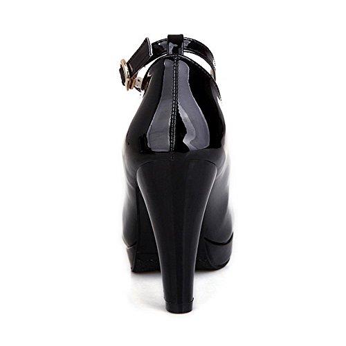 AllhqFashion Damen Lackleder Rund Zehe Hoher Absatz Schnalle Rein Pumps Schuhe Schwarz