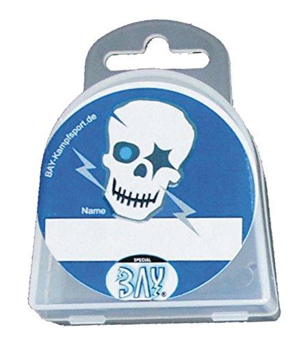 BAY® LANY-CASE TOTENKOPF SKULL mit Name-Freifeld für WUNSCHNAME mit Oese für Zahnschutz Zahnspange usw. BOX Dose Hygienebox Aufbewahrungsbox Zahnschutzbox Zahnschutzdose klar durchsichtig transparent Mundschutz groß Mundschützer Zahnschützer Einhängeöse Öse