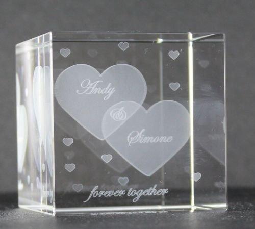 VIP-LASER Glaswürfel XL mit zwei großen Herzen und kleineren Herzen graviert. Wir gravieren auch noch Deine Wunschnamen kostenlos ein - das ideale Partner Geschenk zum Valentinstag, Jahrestag oder zur Verlobung! 4