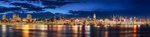 Hamburg Skyline mit Landungsbrücken und Michel. Limited Edition. Auflage: 150 Stück. Fotografie Abzug in Galerie Qualität. Druck auf Fine Art Photo Papier, versandfertig Gerollt als Kunst Foto Bild