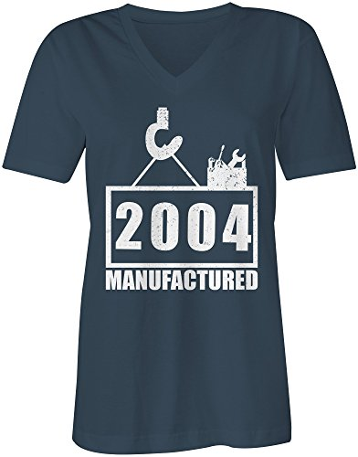 Manufactured 2004 - V-Neck T-Shirt Frauen-Damen - hochwertig bedruckt mit lustigem Spruch - Die perfekte Geschenk-Idee (03) dunkelblau