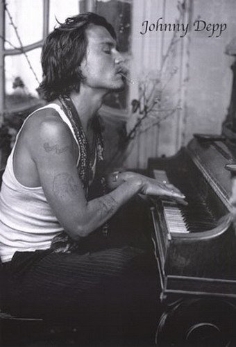 Johnny Depp Piano Poster Drucken (60,96 x 91,44 cm)