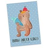 Mr. & Mrs. Panda Postkarte Bär mit Schultüte - Bär Motiv, Schultüte, Erster Schultag Geschenk, Einschulung Geschenk, Schule Geschenk, Grundschule, Schulanfang, Schulbeginn, Postkarte, Geschenkkarte, Grußkarte, Karte, Einladung, Ansichtskarte, Sprüche