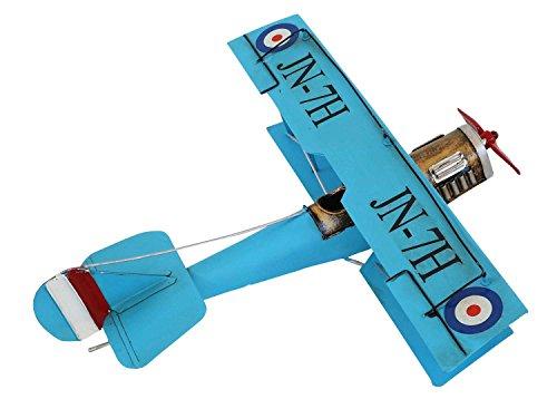 Magnífica avión modelo en estilo antiguo. Como se puede apreciar en la fotos, se trata de una pieza decorativa de gran calidad. Las dimensiones son las siguientes: 31 x 13 x 35cm (A x A x L). El peso total es de 350g. La decoración solo se muestra...