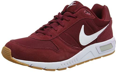 Nike Nightgazer, Zapatillas para Hombre, Rojo (Team Red/Gum Light Brown/White), 42.5 EU