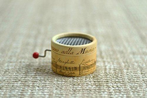 Caja de música * La Vie en Rose * con mecanismo musical de manivela. Estampado de pentagrama antiguo.