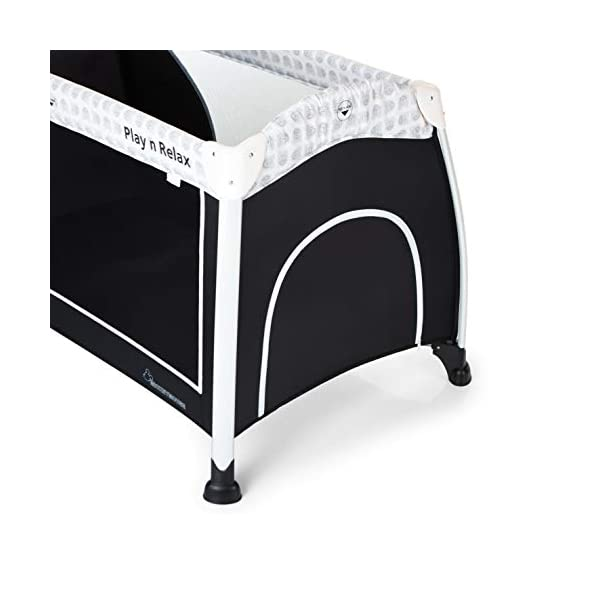 Hauck Play'n Relax, Portable Foldable Travel Cot Crib Bed Playpen for Children, from birth Up To 15 kg, 66 x 120 cm, with Net, Folding Mattress, Lateral Opening, Disney Design, Mickey Cool Vibes  Untippable design -  The playpen is smaller at the top than the bottom to improve the stability of the cot Stylish frame -  The exposed metal uprights of the frame give the play n relax a modern look Compact fold - Folds down to just 21.5 x 21.5 x 78cm making it easy to fit in the boot and take to grandma's house 7