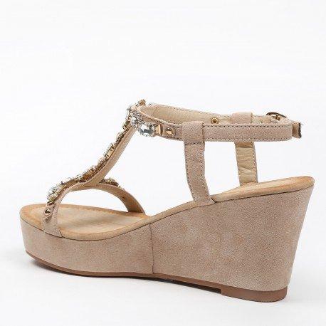 Ideal Shoes - Sandales compensées effet daim avec bride en T strassée Natacha Beige