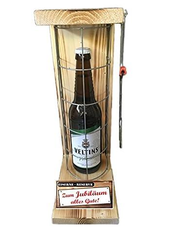 Zum Jubiläum alles Gute - Eiserne Rerserve - Veltins Pilsener 0,50L mit Eisensäge - ausgefallenes Geschenk – Geburtstagsgeschenk - Männergeschenk - Biergeschenk - Bierverpackung