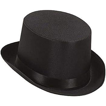stava indossando un cappotto nero e un cappello in inglese