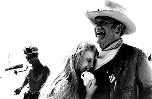 John Wayne and Ann-Margaret on The Set of The Train Robbers Photo Print (76,20 x 60,96 cm)