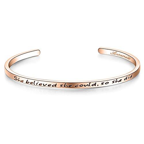 """Bracelet Jonc avec Gravure Message – """"She believed she could, so she did"""" –Plaqué Or Blanc – Phrases d'Inspiration – Tendance, Moderne et Élégant – Femme et Jeune Fille"""