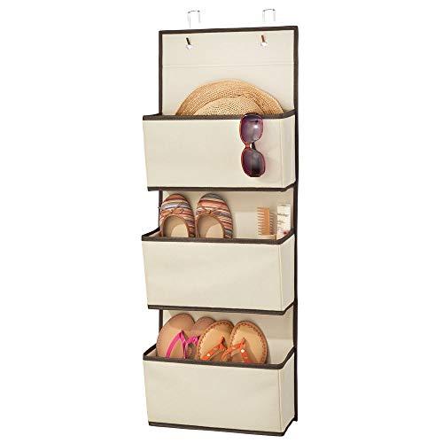 mDesign Colgador de ropa sin taladro - Organizadores de armarios con 3 bolsillos - Percheros para puerta multiusos para el cuarto de los niños o el dormitorio - beige y marrón oscuro