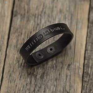Schwarzes Lederarmband pflanzlich gefärbt, personalisierbar, eingraviert, geprägt mit Wunschnamen, Wort, Datum, Gravur