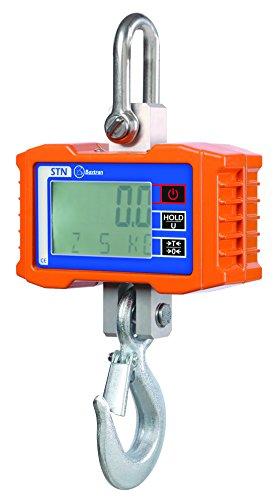 Capacidad 1000kg y precisión 500 gramos Pantalla LCD retroiluminada con dígitos de 22m. Función standby y apagado automático. Funciona a pilas. Dispone 3 pilas 1.5 AA. Gancho grúa de 300 kg x 100 gramos de precisión Autonomía de 65 horas de duración....
