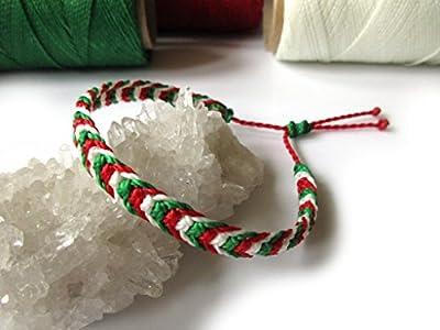 Bracelet brésilien/amitié/bohème/en fil Blanc Vert et Rouge Couleur Drapeau Italie/Italia tissé/tressé main en macramé avec du fil ciré et ajustable Réf.3PPItalie