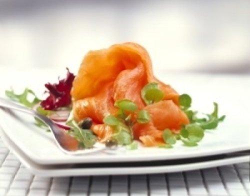 Lachs aus Irland, mild geräuchert, 1 kg-Lachsseite, ungeschnitten.