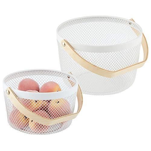 mDesign 2er-Set Metallkorb mit Holzgriff für das Bad, Büro oder die Küche - Körbchen in 2 Größen für Kosmetik, Make-up oder Schmuck - Aufbewahrungskorb aus Metall für Schrank oder Regal - weiß