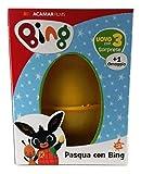 Uovo di Pasqua giocattolo del coniglietto bing con 3 sorprese + 1 omaggio E' arrivato il nuovo uovo di Pasqua con sorprese di Bing! Perfetto come regalo per tutti i bambini amanti del simpatico coniglietto All'interno dell'uovo di Bing trover...