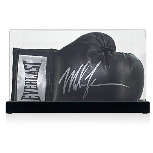 Exclusive Memorabilia Schwarzer Boxhandschuh von Mike Tyson Signiert. in der Vitrine