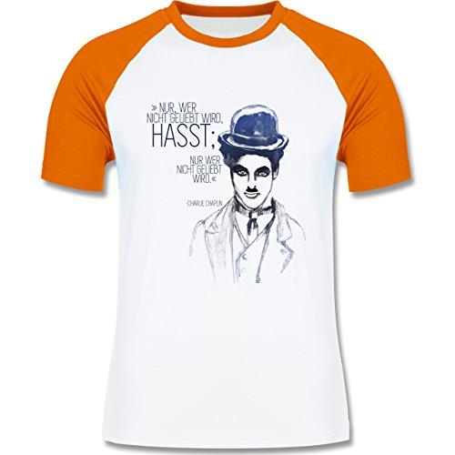 Statement Shirts - Charlie Chaplin - Zitat aus der Rede des großen Diktators (Film) - zweifarbiges Baseballshirt für Männer Weiß/Orange