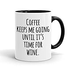 True Statements Tasse Coffee keeps me going until its time for wine - Kaffeetasse, Kaffeebecher, das ideale Geschenk für Mitarbeiter, fürs Büro, Arbeit und Co, inner black