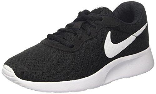 Die Nike Laufschuh Tanjun Schwarz/Weiß im Vergleich