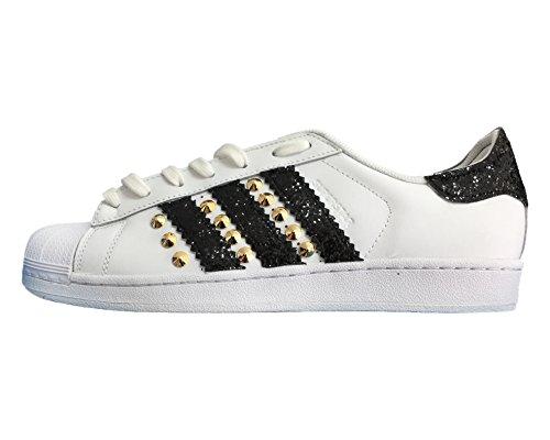 new concept 399d9 6b699 Adidas superstar   Scarpe ginnastica bianche con glitter nero e borchie  cono basso oro