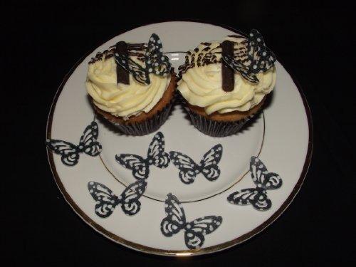 (25 vorgeschnittenen schwarzen und weißen Polka Dot Schmetterling Essbare Kuchen-Deckel-Dekorationen)
