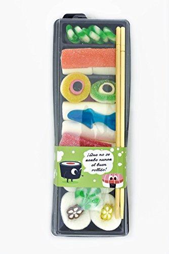"""Sushi Variado de Chuches con 28 chuches con vitola de """"buen rollito"""" para un regalo muy original. Bandeja compuesta por makis y nigiris realizados con chuches variadas y sus palillos japoneses. La reinterpretación del plato japonés para la hora del p..."""
