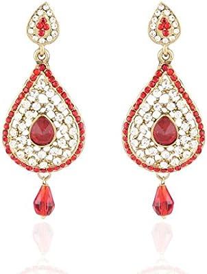 Joyas de oro tradicional de las mujeres que en pendientes de piedra rojo