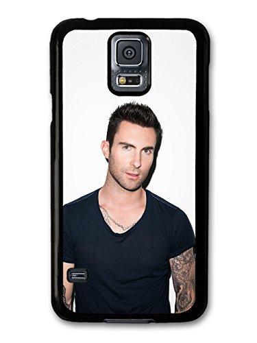 Adam Levine Maroon 5 Singer Portrait with Black T Shirt custodia per Samsung Galaxy S5
