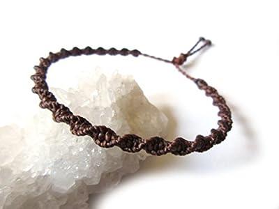Bracelet brésilien/amitié/surf/unisexe/en fil marron foncé tissé main en macramé forme spirale avec du fil ciré. Waterproof et Ajustable. Réf.PS515