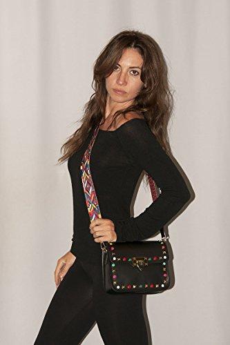 BORDERLINE - 100% Made in Italy - Clutch aus echtem Leder mit Nieten und Schultergurt aus farbigem Stoff - ARIANNA Schwarz