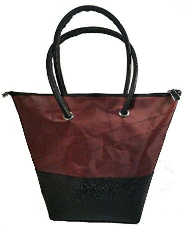Memme vela marrone: Borsa donna in vela riciclata marrone con pelle o pelliccia, manico in pelle o ecopelle nero