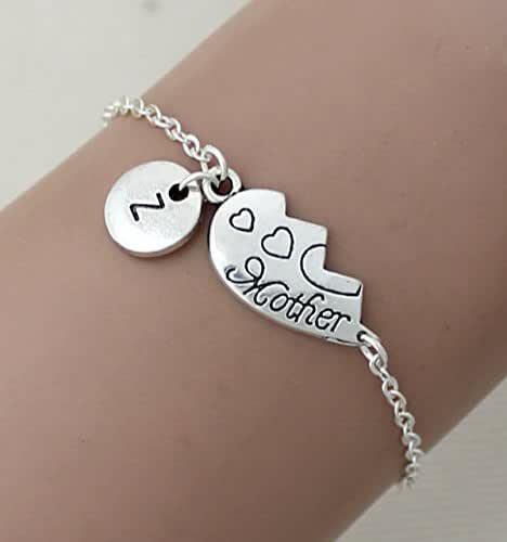 IL braccialetto di mano iniziale personalizzata. madre e figlia di braccialetti, madre e figlia, gioielli, il braccialetto, la festa della mamma, regali per la mamma, bff.