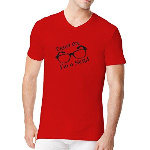 Fun Sprüche Männer V-Neck Shirt - Trust me, I'm a nerd by Im-Shirt Rot
