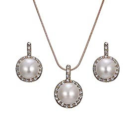 Elegante e classico set di gioielli con perle dacqua dolce da 7 mm con chiusura in argento Sterling.