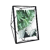 Con la cornice in filo metallico Prisma di Umbra si aprono a voi nuove dimensioni nel mondo della esposizione delle immagini. Grazie a entrambe le lastre di vetro, tra le quali viene fissata la foto, viene creato l'effetto fluttuante della fo...