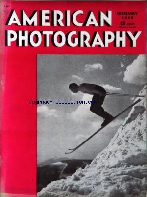 AMERICAN PHOTOGRAPHY du 01/02/1949 - SKIEUR HOMME AVEC CLUBS DE GOLF ET UNE FEMME HOMME AVEC CLUBS DE GOLF