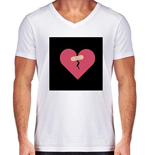 camiseta-blanca-con-v-cuello-para-los-hombres-tamano-m-corazon-roto-curado-por-parche-by-ilovecotton