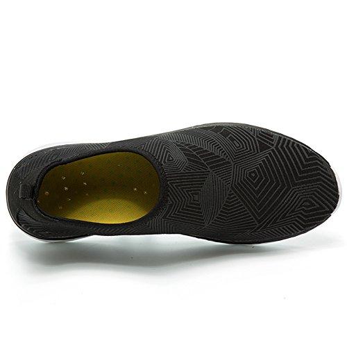 GOMNEAR Hommes et Femmes Chaussures de Natation de LEau Aqua Chaussettes Séchage Rapide Pour Plage Surf Yoga Lac Navigation Noir